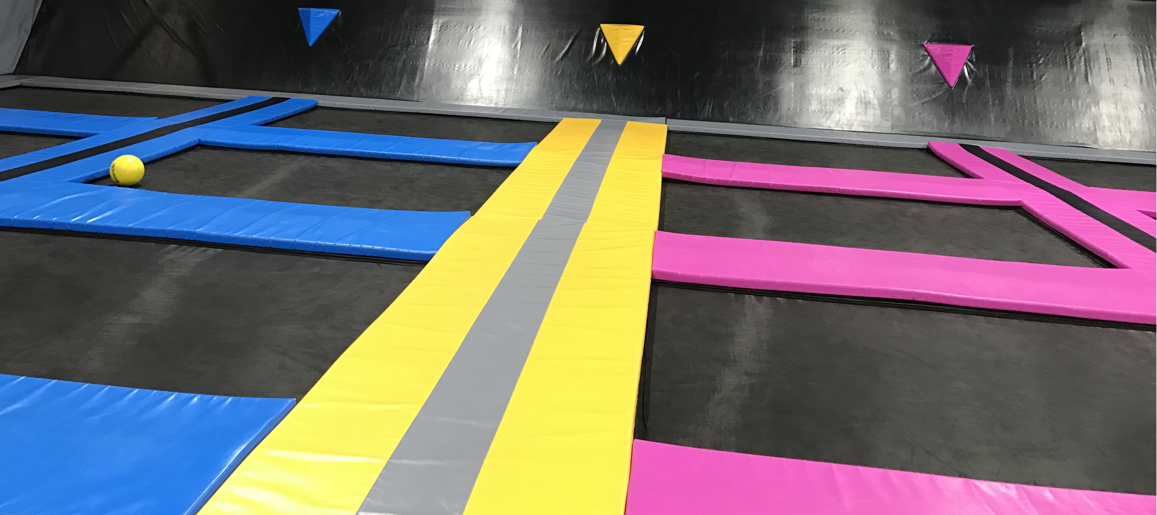 What to wear in trampoline park?